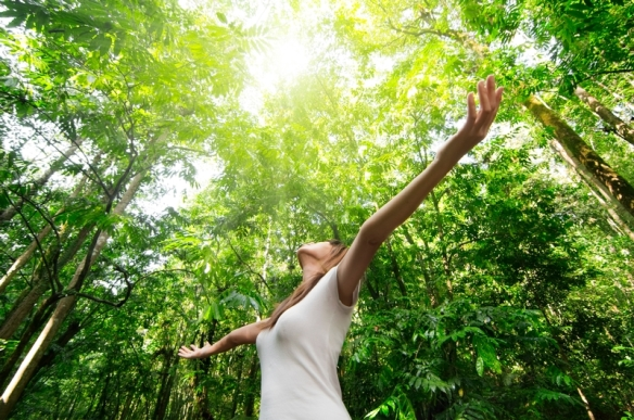 Woman-in-nature-sunshine